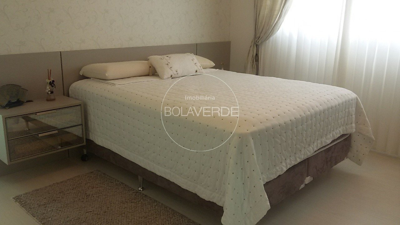 Cobertura à venda de 3 dormitórios no Centro Cobertura em Balneário Camboriú