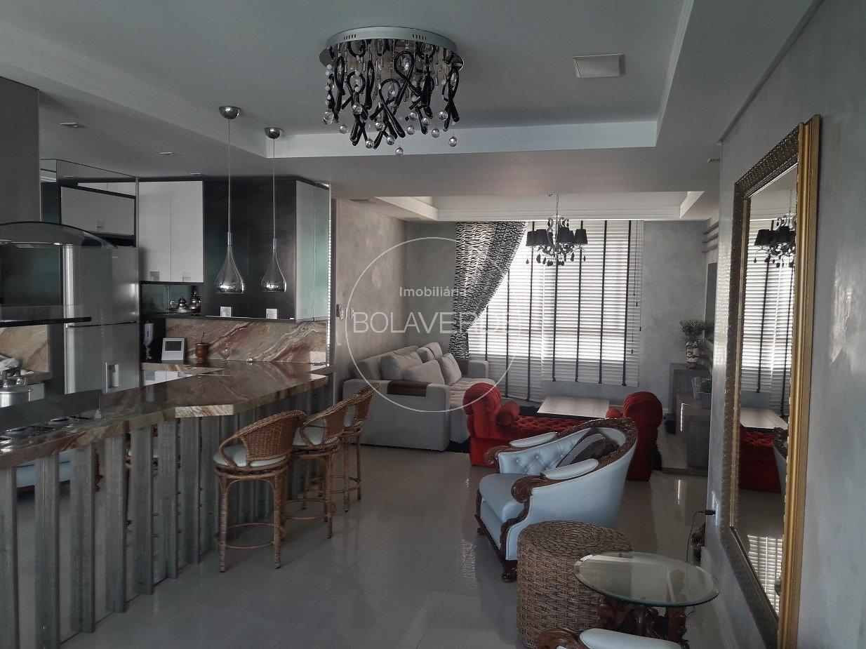 Apartamento à venda de 3 dormitórios no Centro em Balneário Camboriú