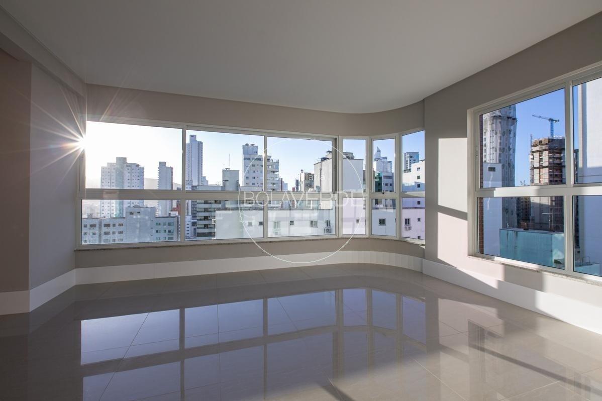 Cobertura à venda de 3 dormitórios no Centro Edifício Conrad em Balneário Camboriú