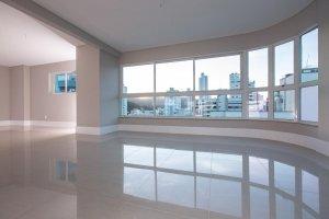 Venda Cobertura no Centro Edifício Conrad, Balneário Camboriú com 3 dorms, 237 m2 - Cod:2023