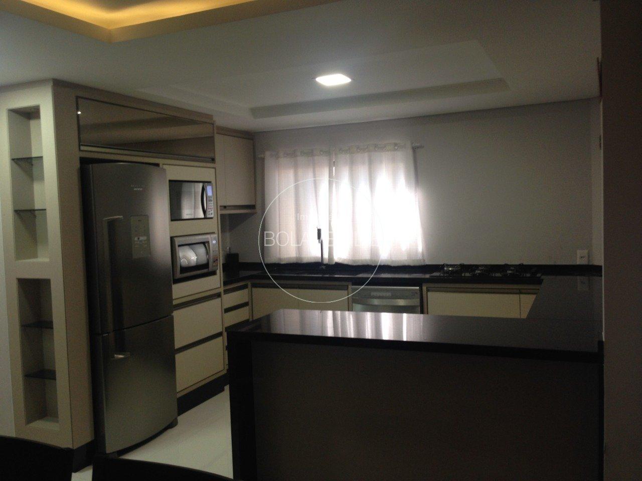 Casa à venda de 3 dormitórios no Jardim Mathinai Casa em Balneário Camboriú