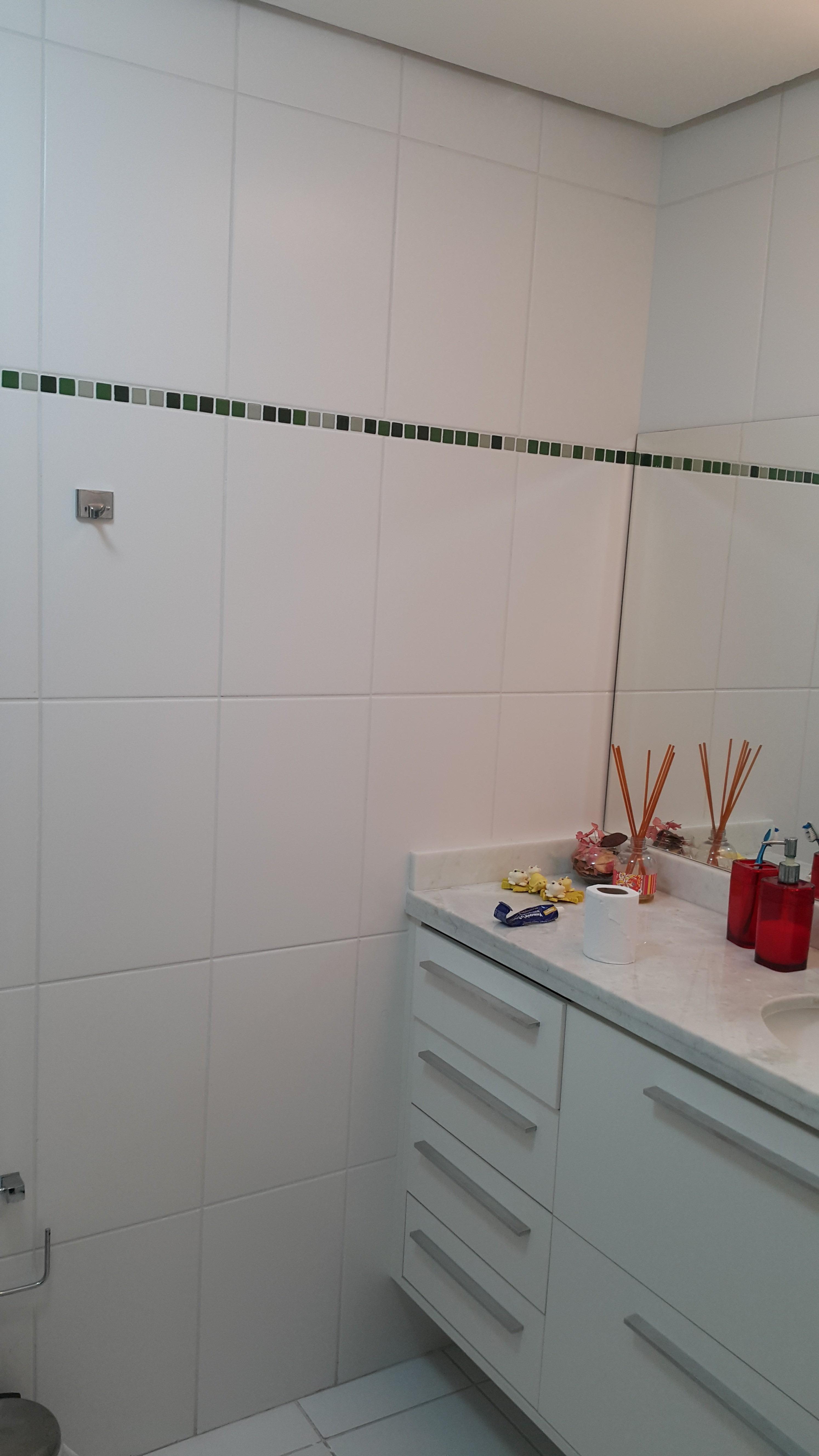 Apartamento com 2 Dormitórios 2 Suítes e 1 Vaga de Garagem à venda  #712926 2988x5312 Balança Digital Banheiro Porto Alegre