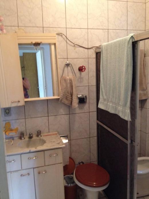 Lindo apartamento de dois dormitórios, semi mobiliado, super localizado com acesso a uma principal via de Porto Alegre ( Av. Assis Brasil). Ao lado do Hospital Cristo Redentor, Shopping Burbom , Hospital Conceição entre outros