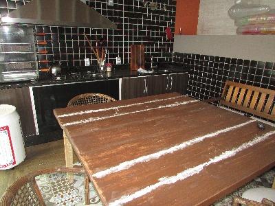 Sobrado de 2 pavimentos, 3 dormitórios,1 suíte, no Bairro Parque Santa Fé, (Porto Alegre), possui 115m2 privativos. 1 Pavimento- Living, estar/jantar, lareira, lavabo, cozinha montada, área de serviço, páteo com piscina, pequeno salão de festas com churrasqueira. 2 Pavimento- Quarto de casal com suíte,  banho social, quartos de solteiro. 2 vagas de garagem, portão com controle remoto.