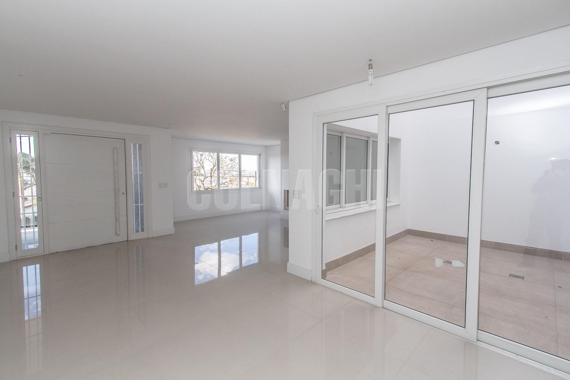 *** de 4 dormitórios em Chacara Das Pedras, Porto Alegre - RS