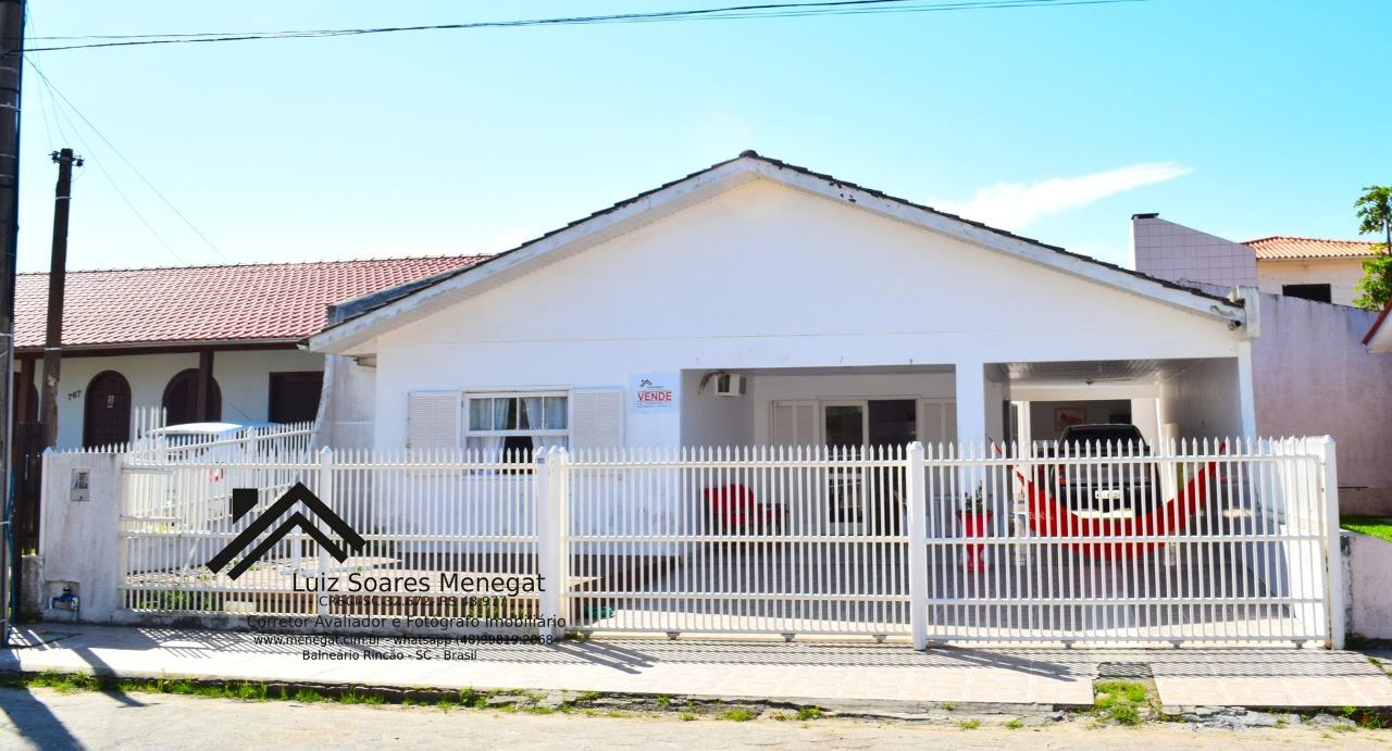 Casa à venda  no Centro - Balneário Rincão, SC. Imóveis