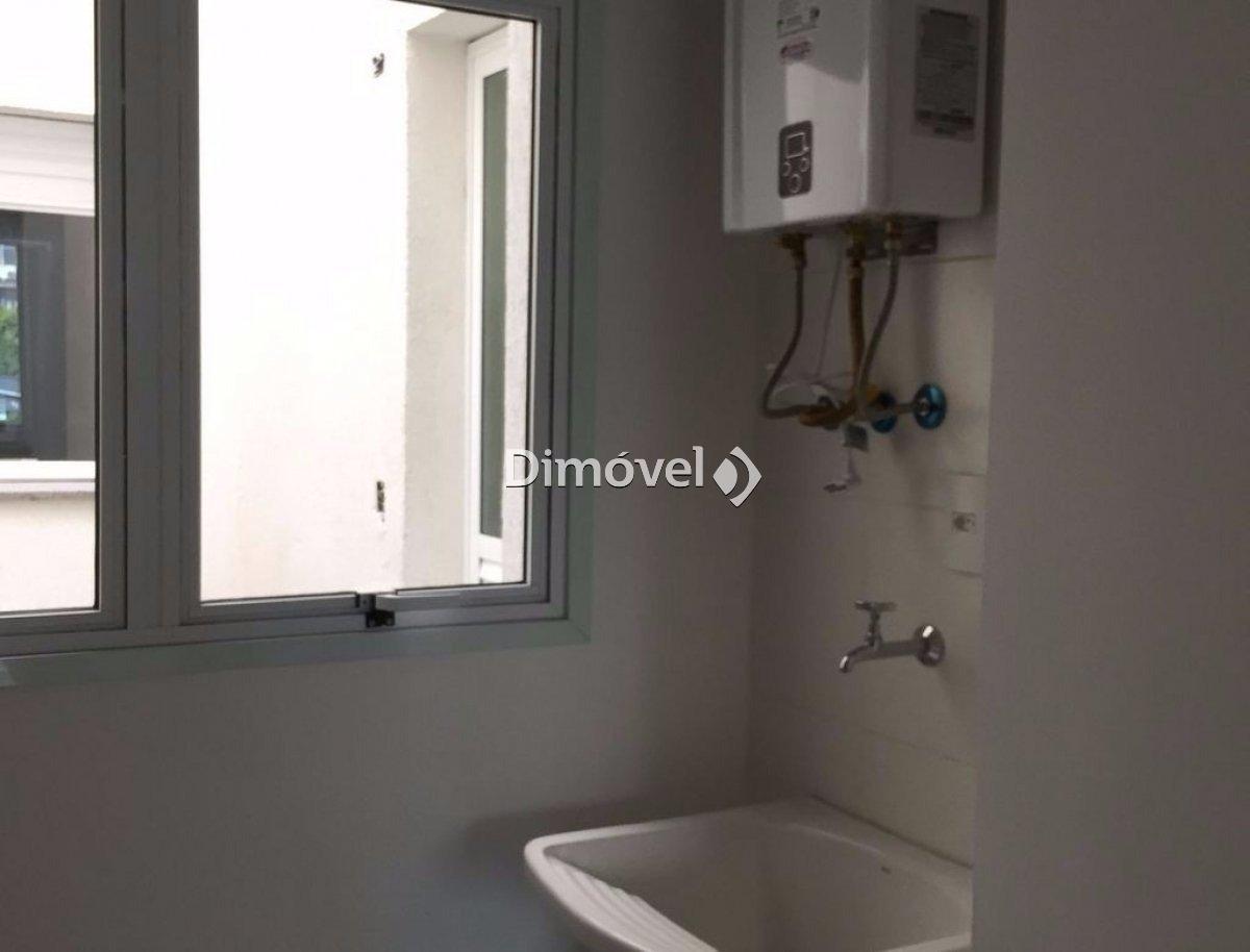 005 - Área de serviço com áquecedor de água instalado