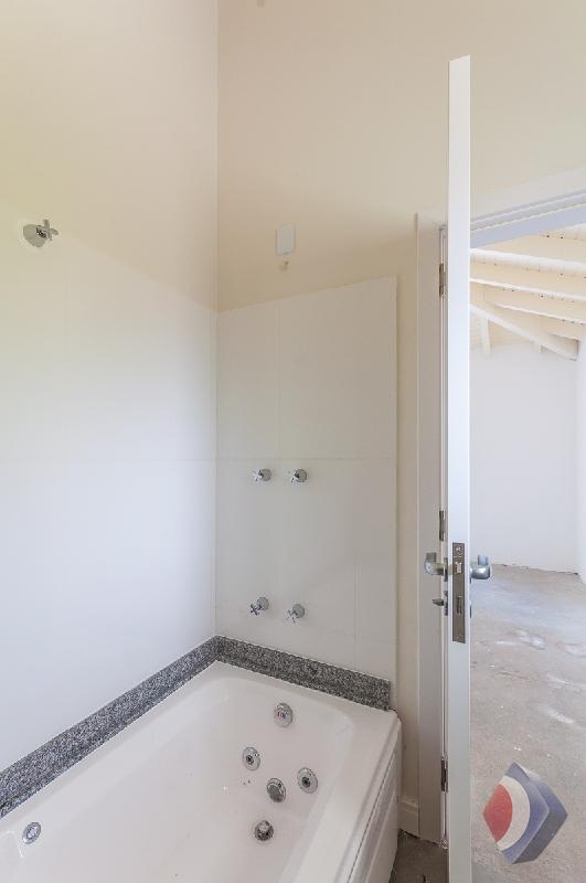 015 - Banheiro  Suíte