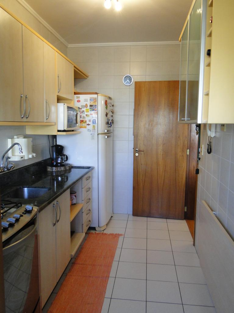 Belo apartamento na Rua Sapé, com sacada com churrasqueira, duas vagas para carro e uma para moto , fica moveis sob medida, sol da manha, Aceita financiamento.