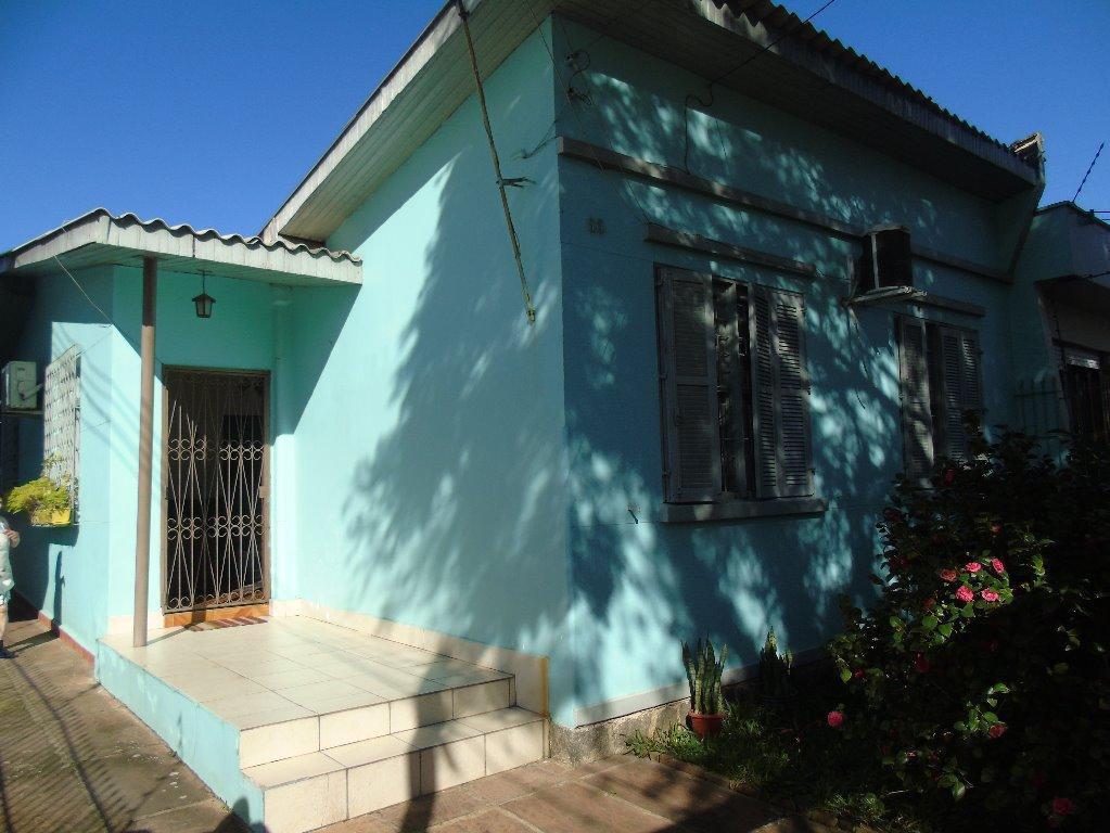 Bela casa a 50 metros da Av Do Forte, com 3 dormitórios, salas de estar e de jantar , cozinha ampla, sol da manha, garagem fechada, edícula, lavanderia , varanda , e pátio amplo. Aceita financiamento e estuda recebei imóvel como parte de pagamento.