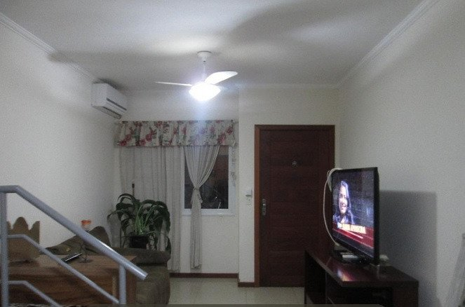 Ótimo sobrado desocupado, dois dormitórios com uma suíte,living, 2 ambientes,cozinha ampla,, churrasqueira, deposito, vagas para dois carros