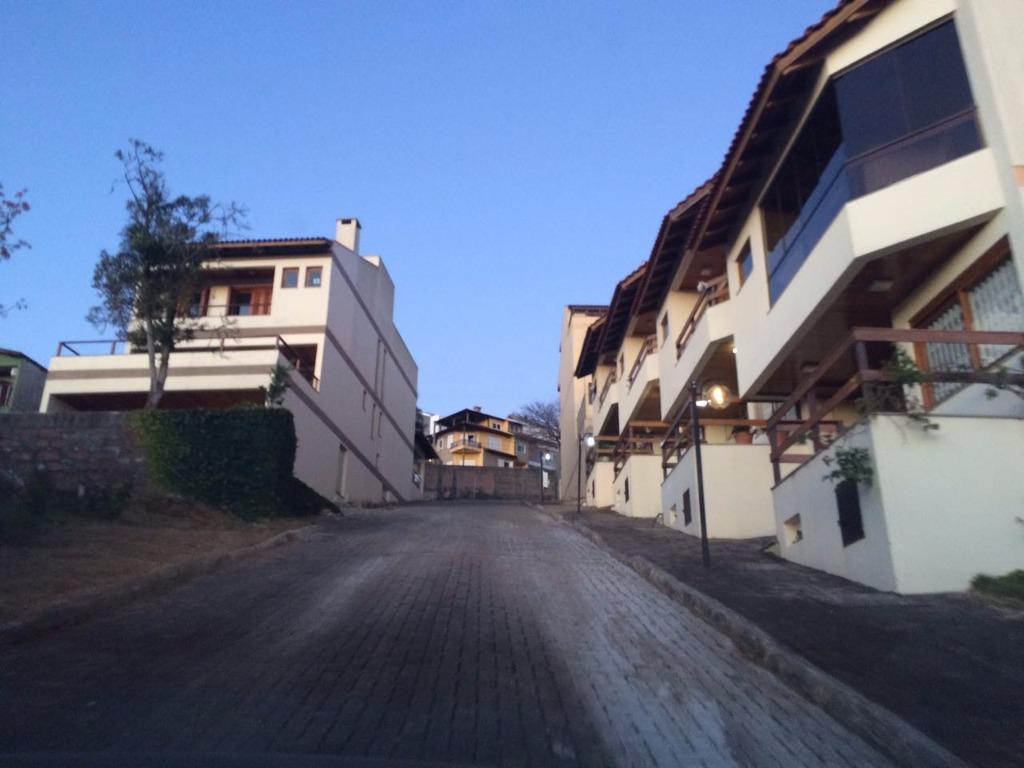 Terreno  6,70 x 15,75 ,em condomínio fechado com linda vista para o Guaíba, parte alta do Bairro com projeto aprovado para Sobrado de  181 m.