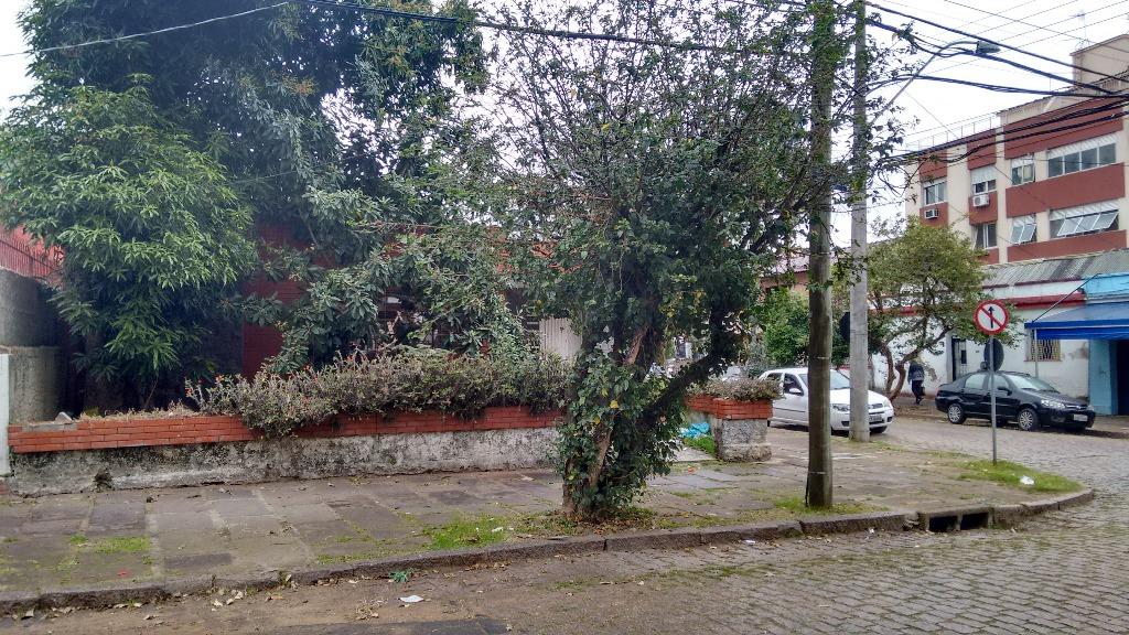Terreno no Bairro Menino Deus, com 10x10 de frente ao norte na Rua Almirante Gonçalves e 24m da frente ao fundo, ao Sul com a  Rua Barão do Tefé.