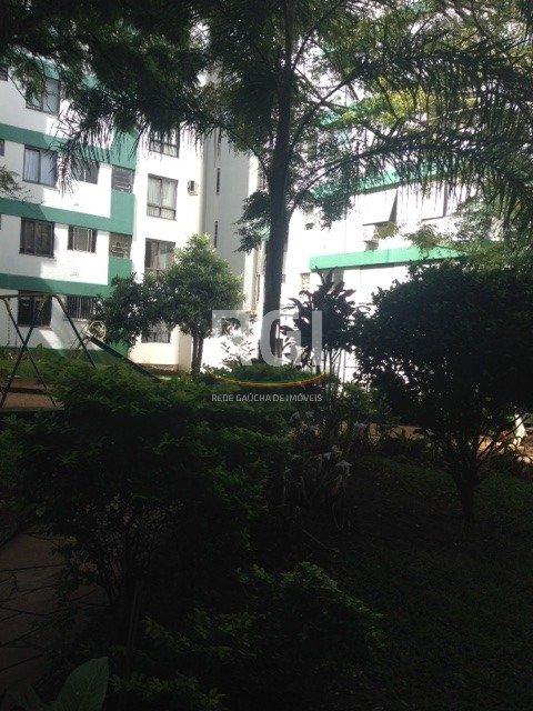 Apartamento de 02 dormitórios com 75,60 m área privativa,no bairro Nonoai, composto de cozinha ampla com área de serviço fechada,02 dormitórios mais dependencia de empregada, banheiro auxiliar, sala ampla mais lavabo. Apartamento térreo com terreno em aclive tem vista para o por do sol do Guaiba. Condominio arborizado,playground, box pode ser locado no próprio condominio (R60,00) , leitor biométrico, mais c haveiro e tag para acesso do carro. Polo de transporte com inúmeras linhas de onibus e lotações, entre os bairros Cavalhada e Teresópolis . Marque sua visita e comprove seu novo endereço.