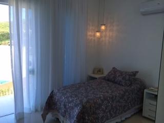 Casa de 3 dormitórios à venda em Córrego Grande, Florianopolis - SC