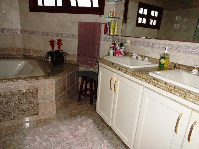 Casa de 3 dormitórios em Cacupe, Florianopolis - SC