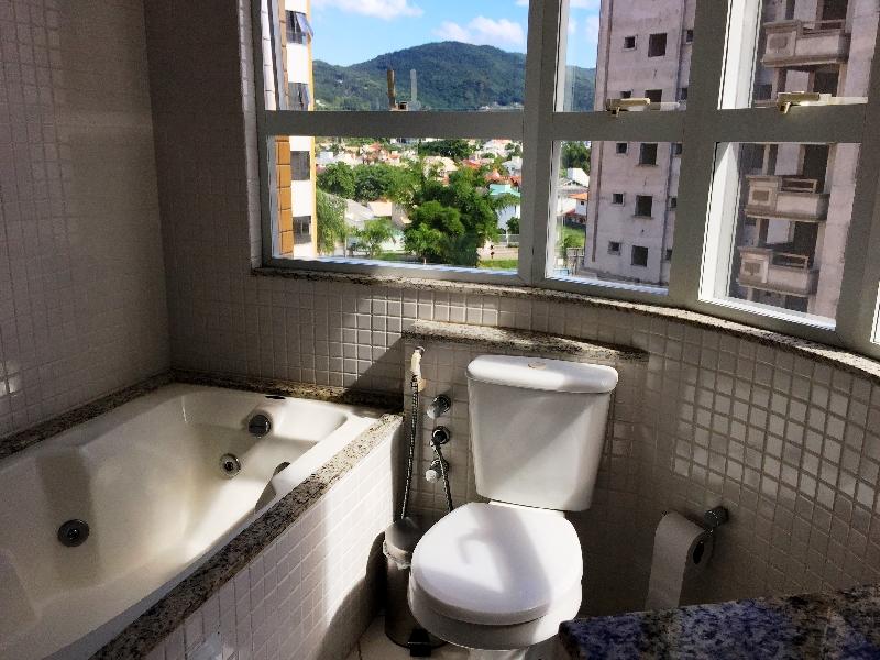 Apartamentos de 3 dormitórios em Parque Sao Jorge, Florianopolis - SC