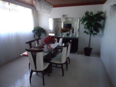 Casa de 3 dormitórios em Barreiros, Sao Jose - SC