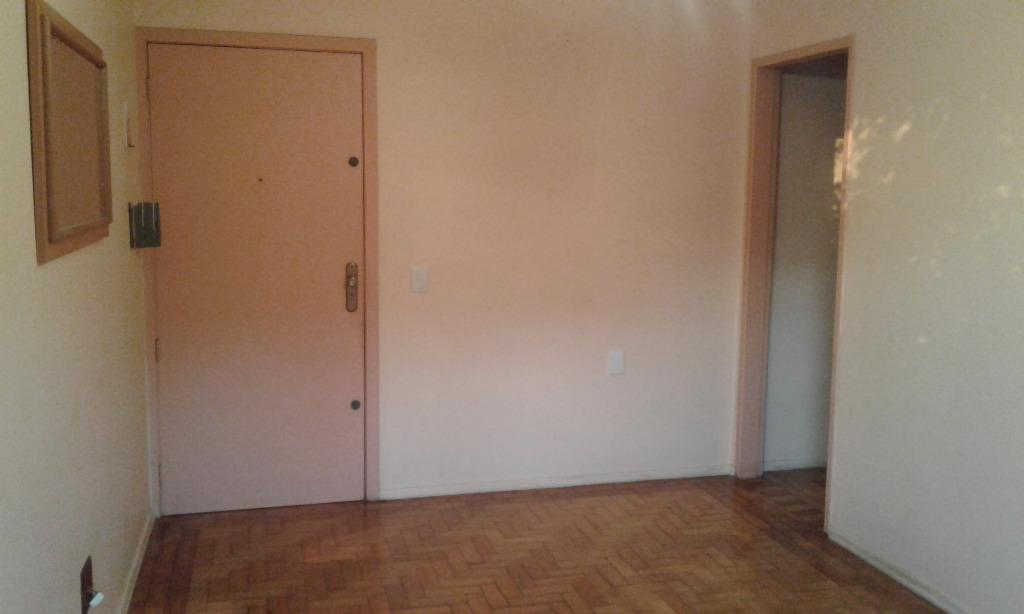 Ótimo Apartamento frente, com 2 dormitórios, demais peças, prédio pequeno, box para carro condominial,  localizado prox.ao hosp. e junto a todos os recursos. R$ 250.000,00 quitado, ac. financiam/fgts.