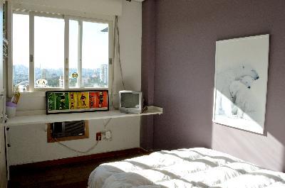 COBERTURA 4 DORMITÓRIOS NO PLAZA MIRÓ  Cobertura 4 dormitórios, sendo 1 suíte, 193,79 m privativos, 11 andar, vista panorâmica, orientação solar predominante Leste. Na parte inferior: living com sacada aberta, 3 dormitórios, sendo 1 suíte, cozinha, área de serviço; na parte superior: 1 dormitório, lavabo, salão com lareira e churrasqueira e pequena cozinha, terraço, piscina com deck. Necessita alguns reparos. 1 vaga de garagem coberta e escriturada. Condomínio com portaria 24 horas, elevadores, zelador, salão de festas, quadra poliesportiva, playground, fitness, quiosque com churrasqueira. Proprietária estuda apartamento 3 dormitórios, com sacada e churrasqueira ou casa em condomínio nos bairros Boa Vista, Mont Serrat, Petrópolis, Menino Deus, Rio Branco, Cristal, Camaquã e Tristeza, com valor aproximado de R$ 530.000,00. EXCELENTE LOCALIZAÇÃO, nas proximidades da Zero Hora, Av. Ipiranga, Ginásio Tesourinha. AGENDE SUA VISITA.