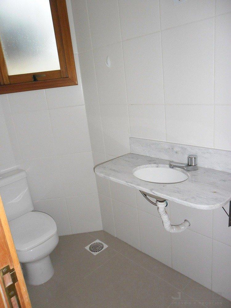 16 banheiro superior