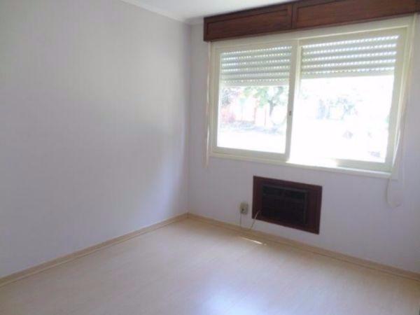 Apartamento 02 dormitórios, com sala, cozinha com armários, área de serviço,  um banheiro. Garagem coberta individual para um carro podendo colocar  carro. Edifício com salão de festas.