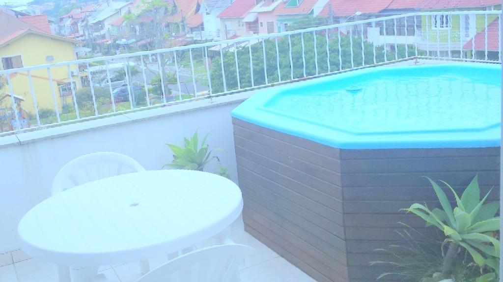 Casa no bairro Cavalhada Zona Sul de Porto Alegre, próximo ao  Zaffari. Com 230m de área privativa, 3 pavimentos, sendo térreo com estar/jantar, lareira, cozinha, lavabo, área serviço, pátio. 2 pavimento com 3 dormitórios sendo 1 suíte, closet e banheiro social. 3 pavimento com  estar íntimo, banheiro, churrasqueira e cozinha e 2 vagas de garagem. Pátio com piscina e vista por do sol do Guaíba. Condomínio com port 24 h, salão de festas, salão de jogos, quadra poliesportiva, praça exclusiva, playground e fitness ao ar livre.