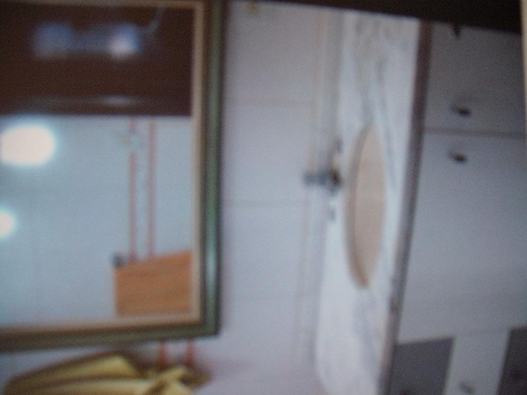 Apartamento no Bairro Praia de Belas, próximo ao Estádio Beira Rio. com 01 dormitório, closet, split, banheiro social, living ambiente, cozinha, semi-mobiliado e área de serviço.