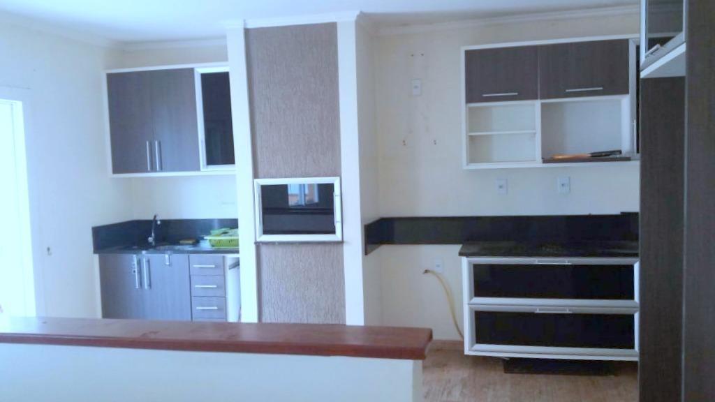 COBERTURA no bairro Jardim Itu Sabará, em Porto Alegre. Com  3 dormitório sendo 1 suíte, sala de estar, cozinha, lareira, ar condicionado e 2 vagas garagem. Excelente localização