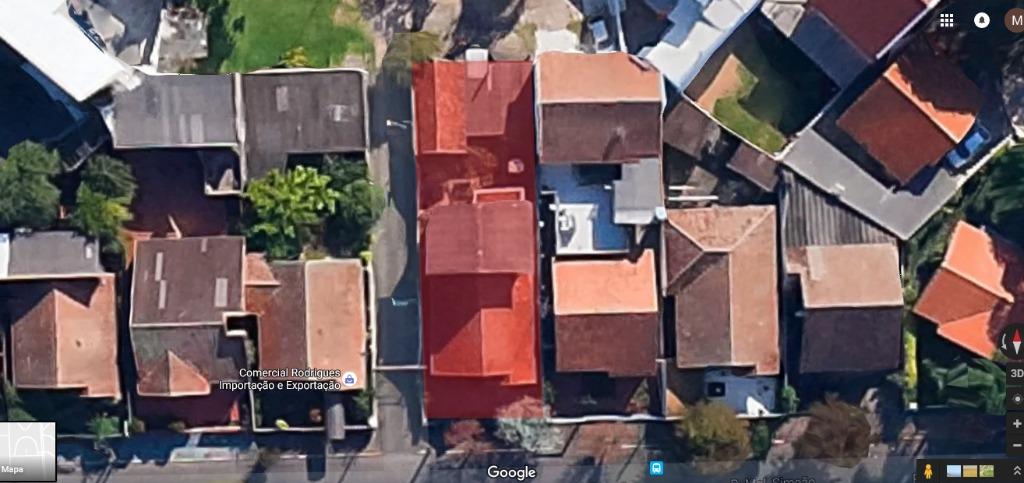 Terreno no Bairro Higienópolis Porto Alegre -- Terreno de 10 x 30 com uma casa construída. Descrição da casa no código LI2184. Averbado e regularizado. Para juntar com o terreno ao lado vide o código: LI2261 Aceita dação de móvel em Gramado, Canela, Porto Alegre ou Capão.