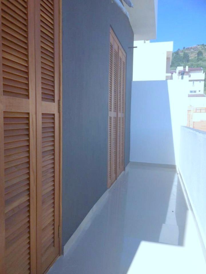Casa no Caminhos do Sol, no Guarujá, em Porto Alegre, com 05 dormitórios (suíte com hidro), amplo living, vaga para 03 carros, salão de festas com churrasqueira nos fundos. Amplo pátio frente e fundos. Alto padrão de construção, com terreno de 9 x 32. Venha conhecer sua nova casa!! Aceitamos negociar!!!