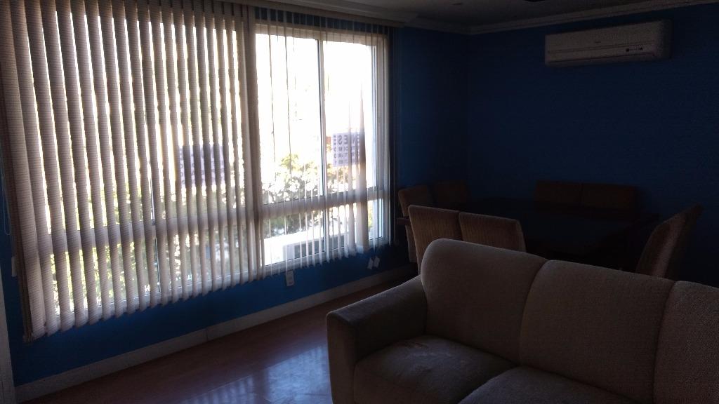 Apartamento 3 dormitórios Jardim Ipiranga, ao lado do Jardim Europa. Amplo apartamento de 122 metros privativos com suite, área de serviço e dependência de empregada. Teto com rebaixamento em gesso, semi-mobiliado, vista panorâmica, ficam 2 splits.