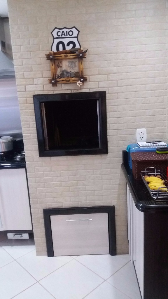 Apartamento, próximo ao Iguatemi, 03 dormitórios sendo 01 suíte,  living 02 ambiente, cozinha com churrasqueira, área de serviço e 02 vagas de garagem. Condomínio conta com elevador e porteiro eletrônico, agende hoje sua visita.