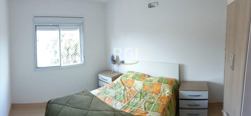 Apartamento de 1 dormitório no bairro Vila Ipiranga em Porto Alegre. Com living para dois ambientes, cozinha, banheiro, área de serviço e 1 vaga de garagem. Edifício fechado, com jardim, hall de entrada, água e gás individual, 1 elevador e porteiro eletrônico.