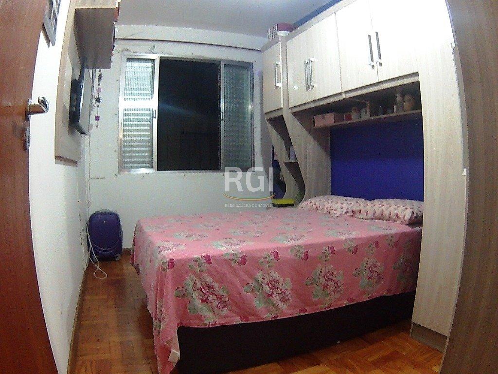 Apartamento de 1 dormitório no bairro Cidade Baixa, próximo a José do Patrocínio em Porto Alegre. Reformado, com living ambiente, cozinha e banheiro. Edifício fechado, com porteiro eletrônico.
