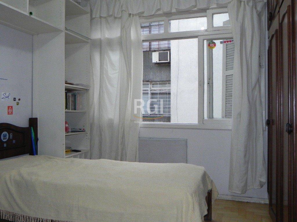 Apartamento de 2 dormitório Santana  Apartamento de 2 dormitórios com 72m de área privativa, living de 2 ambientes, cozinha banheiro auxiliar e social, área de serviço separada, imóvel de fundos, silencioso. Próximo a todos os recursos do Bairro. Aceita financiamento. Agende sua visita !