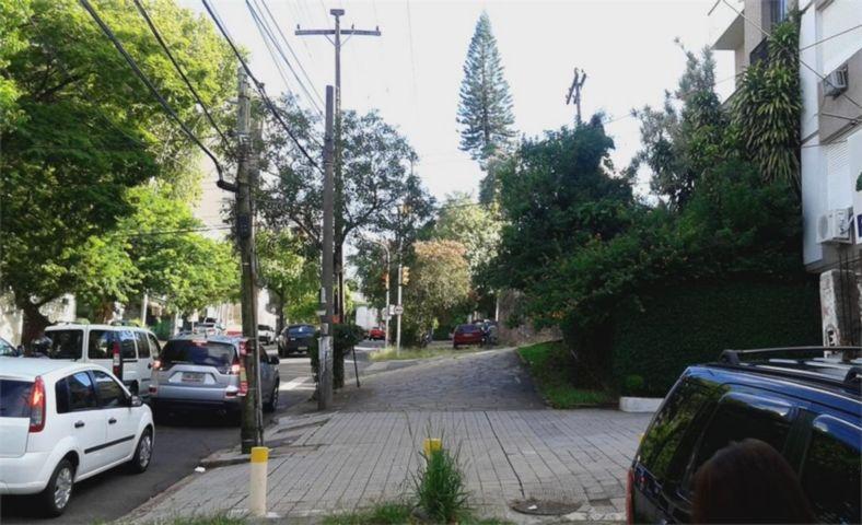 Terreno medindo 12 X 40 total de 480m, próximo à Churrascaria Barranco, Corredor de ônibus da Av. Protasio Alves, Bancos, comércio em geral. Terreno ótimo para investimento e  construção de um estacionamento!