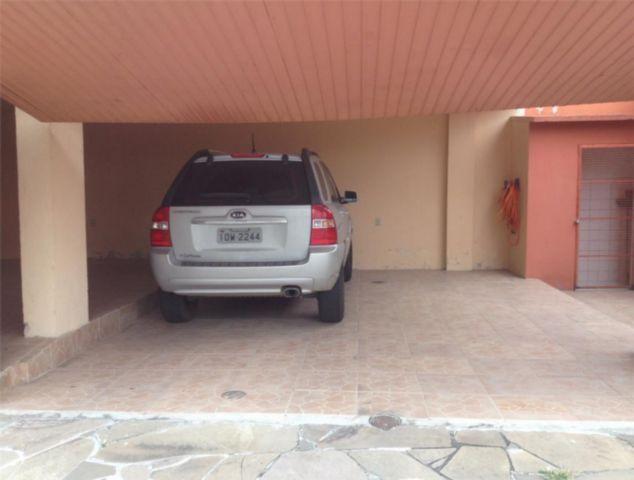 Apartamento no bairro Santana na zona leste de Porto Alegre. De frente, com 2 dormitórios, 63m de área privativa, sacada com churrasqueira, living 2 ambientes, cozinha americana, área de serviço. 1 vaga de garagem coberta. Aceita financiamento.
