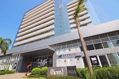Excelente sala comercial, andar alto com 42 m privativos. Muito bem localizada em ponto estratégico, em frente ao shopping Lindoia, em um empreendimento com tudo próximo, sala de reuniões e auditorio e Mall de lojas junto ao empreendimento.  DAÇAO. HOM LINDOIA SALA 1212..