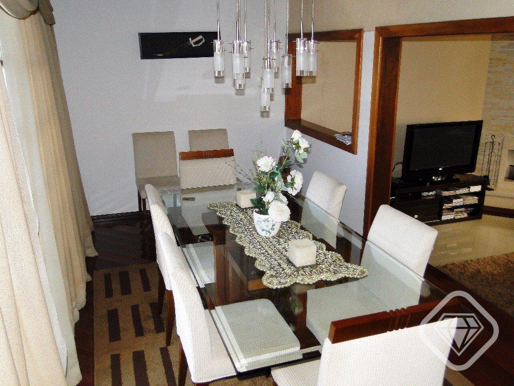 Casa em condomínio / 3 dormitórios / suíte / 4 vagas de garagem / Bairro Nonoai R$ 1.500.000,00  Brilhante Imoveis RS vende residência com fantástica vista para o Guaíba, 487 m privativos num terreno 12 x 39 m, são 3 dormitórios, suite casal com hidro, sacadas, living 3 ambientes com lareira jantar, copa cozinha, dependência completa empregada, lavanderia, salão festas com churras e, patio fundos, pátio frontal com piscina, garagens. Há possibilidade de para colocação de elevador. Condomínio com casas individuais, portaria 24h, segurança total e área de lazer.  Maiores informações: WhatsApp 99346-1211