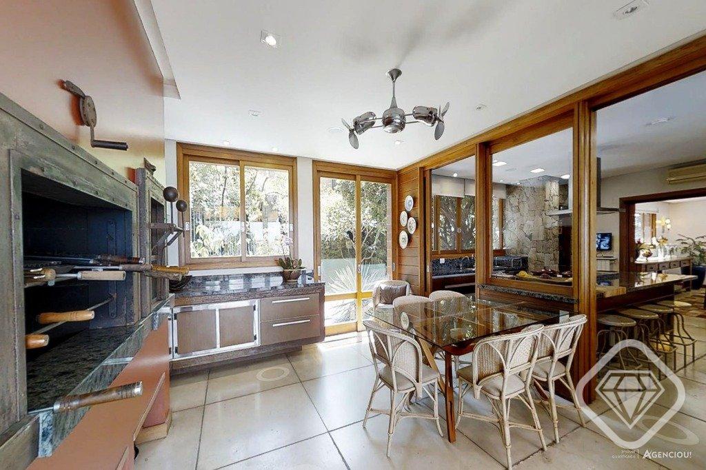 Casa para Venda 900 m²  com 4 quartos