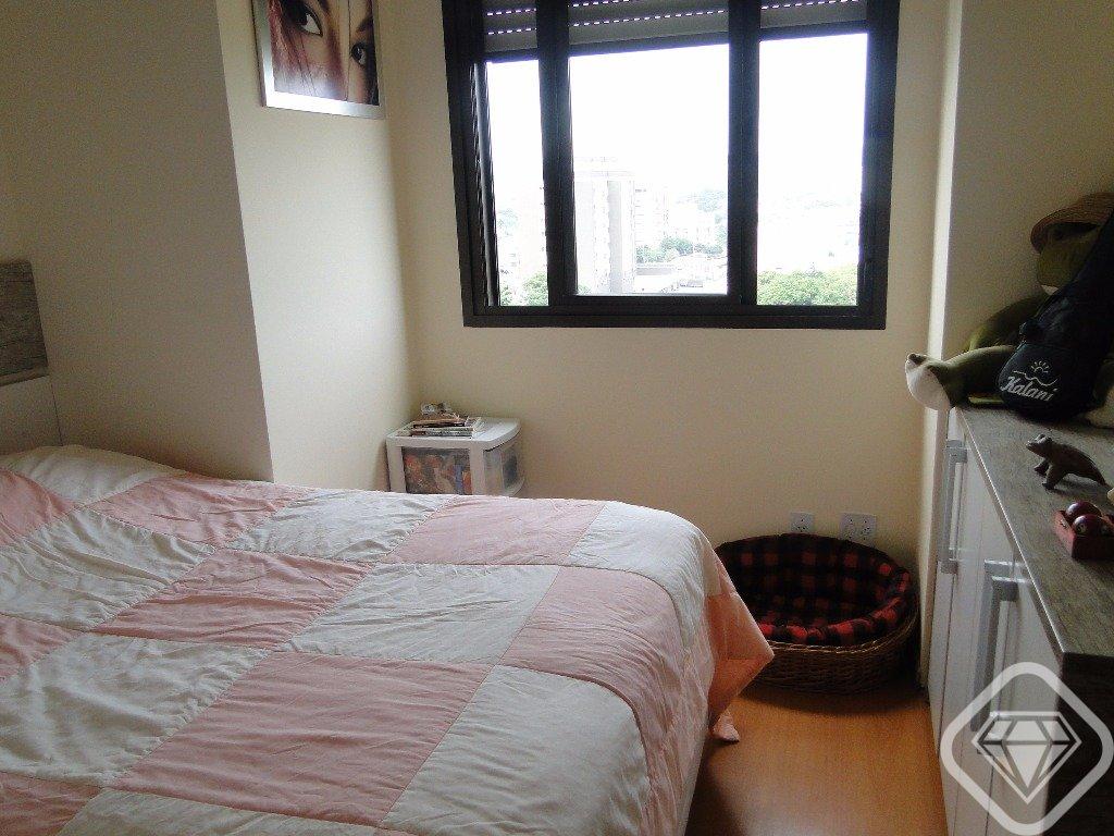 Cobertura / 3 dormitórios / suíte / 2 vagas de garagem / próximo a Icaraí / Bairro Cristal  R$ 670.000,00 . Brilhante Imóveis RS oferece excelente cobertura no Bairro Cristal 3 dormitórios, é entrar e morar, muito bem decorada e mobiliada, localização perfeita, uma vista magnifica do Guaíba, ótima posição solar, são 3 dormitórios, suite, duas salas uma com lareira e churrasqueira, bom gosto e tranquilidade para se morar bem.  Condomínio com infra estrutura completa e segurança total.