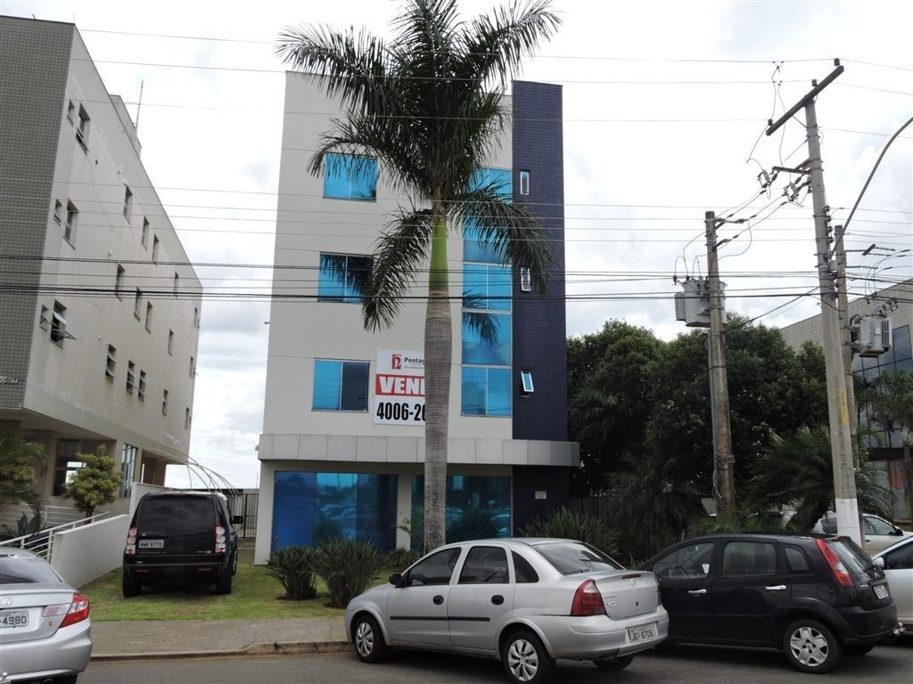 Prédio com salas comerciais na Cidade Empresarial