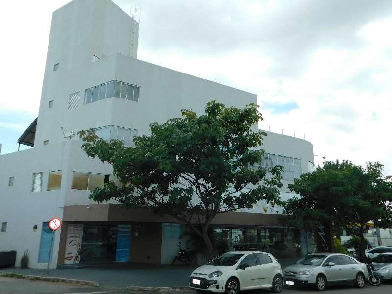 Pavimento em prédio na Alameda Ricardo Paranhos