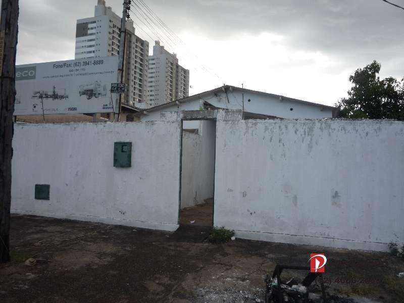 Casa com 03 quartos no Vila Froes