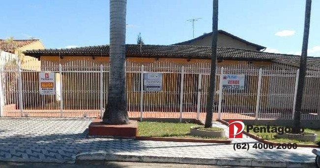 Casa com 03 quartos no Setor Elisio Campos