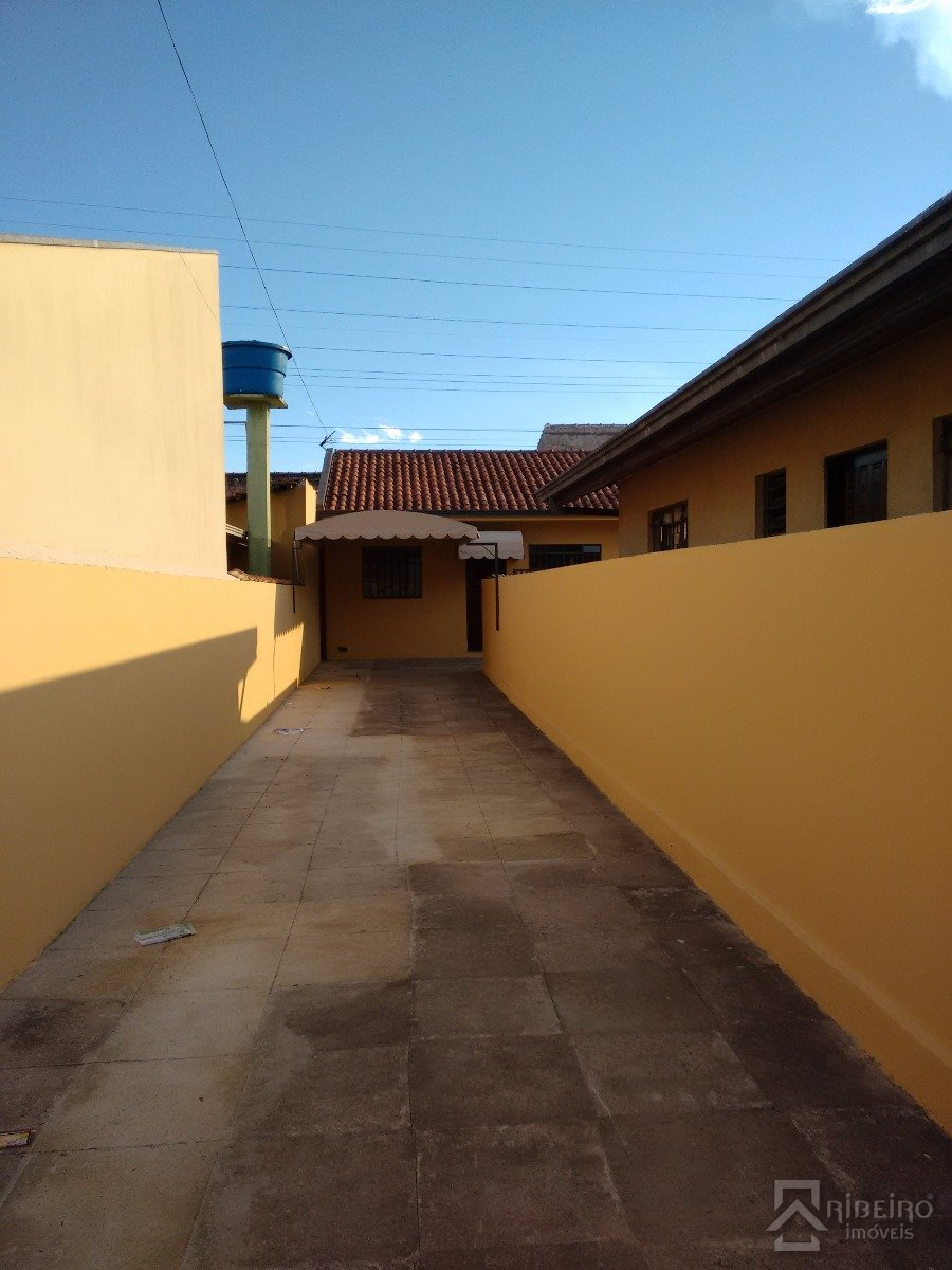 REF. 440 -  São José Dos Pinhais - Rua  Das Camelias, 1030 - Bl Fundos