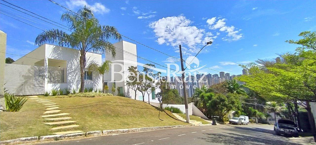 Casa em condomínio de 350m², à venda