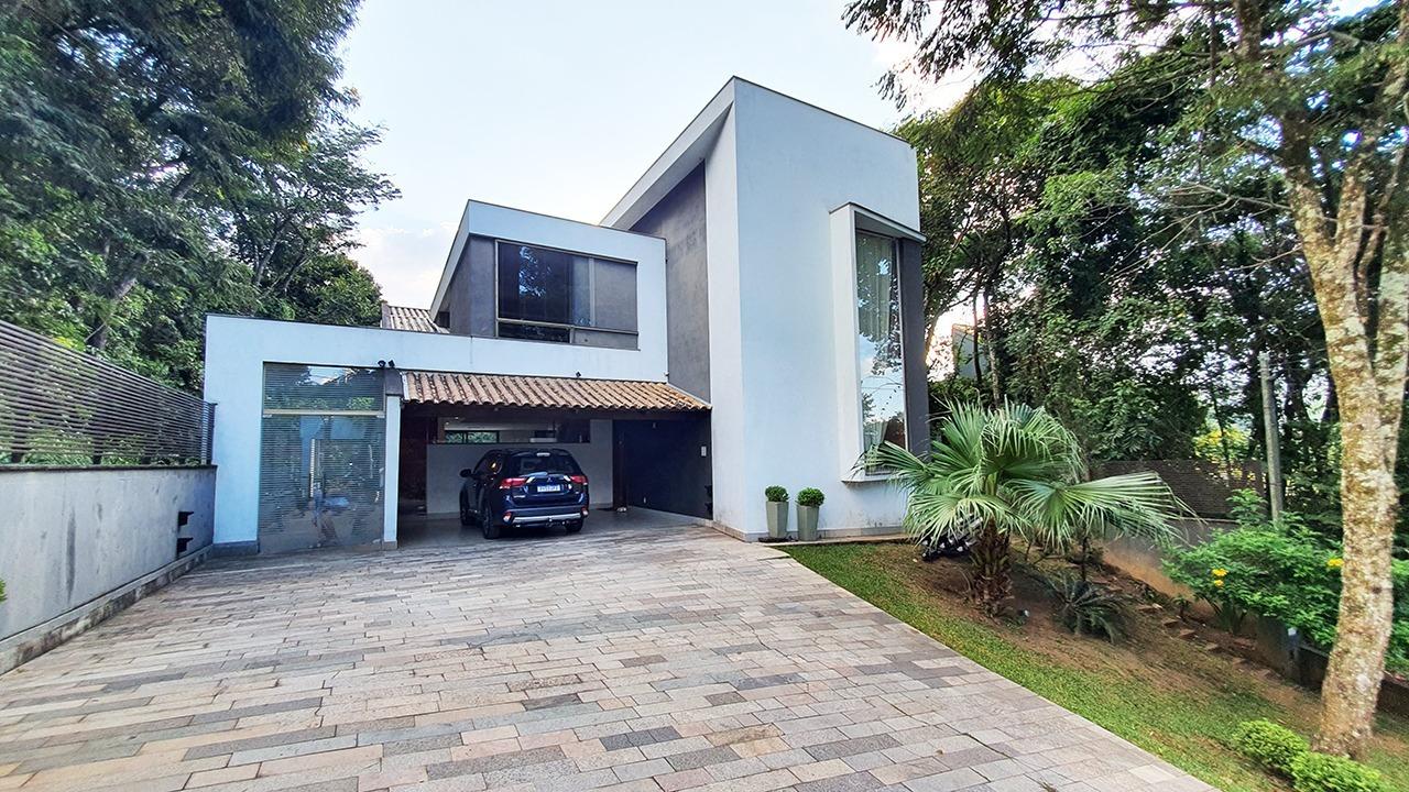 Casa em condomínio de 330m², à venda