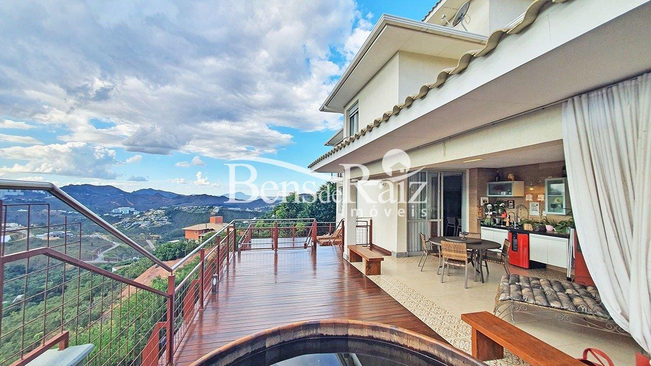 Casa em condomínio de 340m², à venda